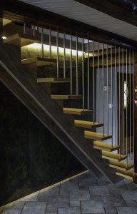 Escalier bois a crémaillères rapprochées