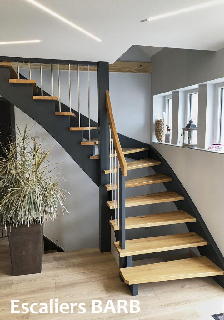 escalier moderne en chêne limons et crémaillères laqué gris