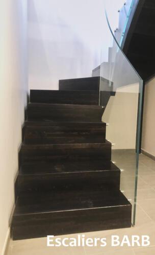 escalier design sans nez de marche, garde corps en verre trempé
