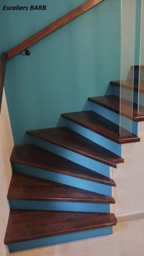 revêtement escalier béton garde corps en verre