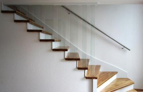 Revêtement beton chene balustres verre 2